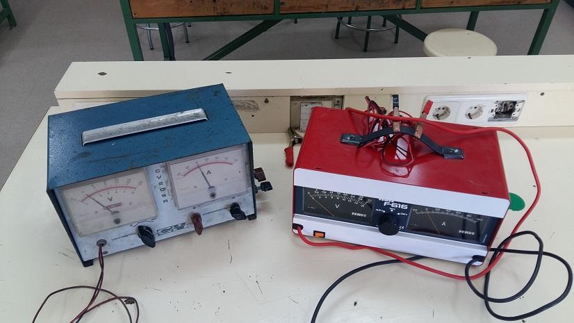 voltiamperímetro automotriz del taller de automoción