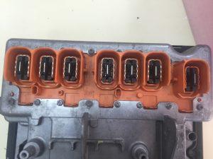 Detalle 1 conectores de alta calculador gestion alta tensión