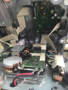 Detalle 1 electronica interior calculador gestion alta tensión