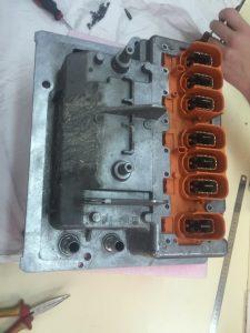 Detalle 2 conectores de alta calculador gestion alta tensión