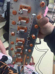 Detalle 3 conectores de alta calculador gestion alta tensión