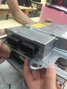 Detalle conectores de baja calculador gestion alta tensión
