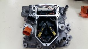Motor eléctrico ZOE. Averías. Detalle de las escobillas y conector de alta tensión