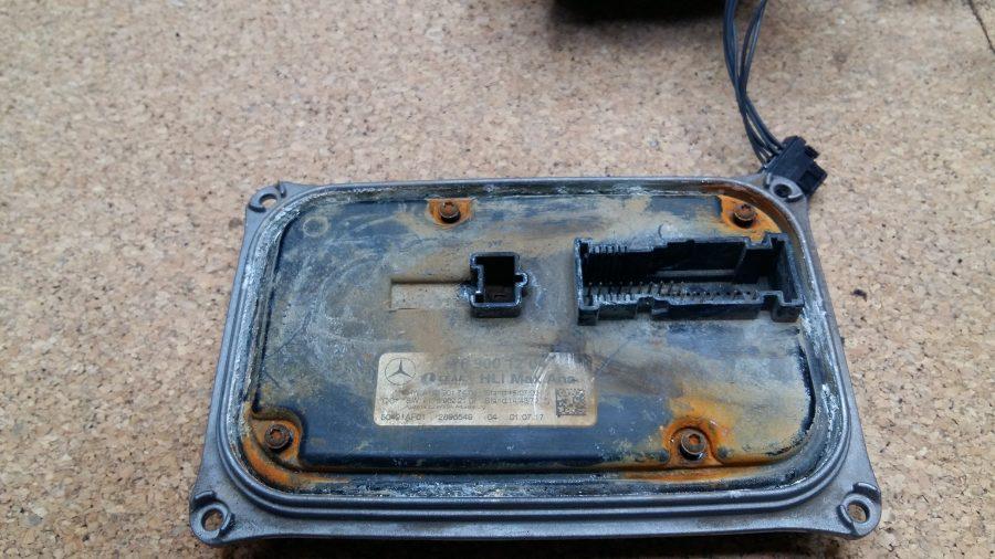 Unidad de control electrónica faro led Mercedes benz high performance lado del conector